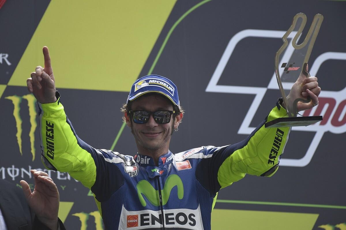 Rossi asegura que Viñales será su compañero en 2017