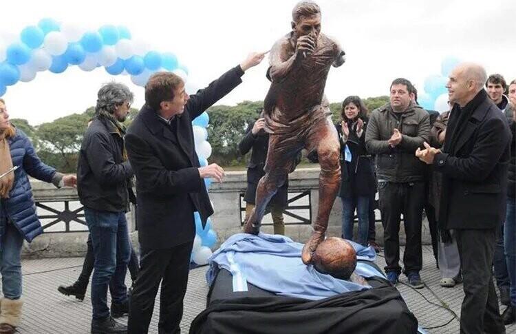 La estatua de Messi en Argentina