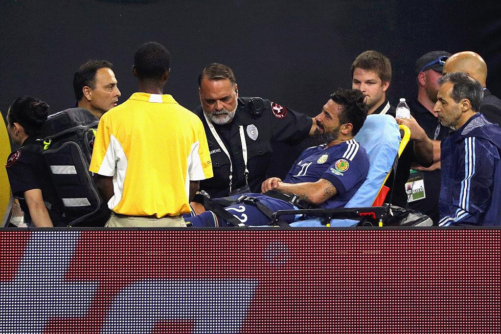 Lavezzi salió lesionado del partido