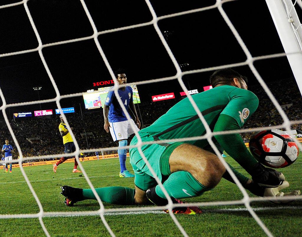 Error de Alisson con Brasil