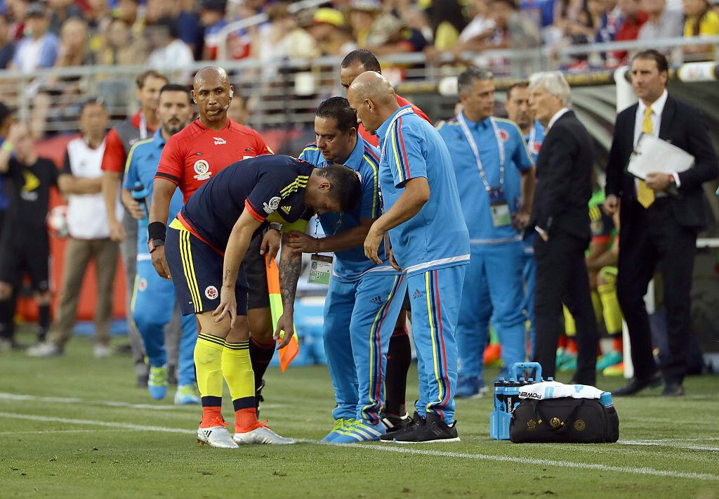 James siendo atendido con Colombia