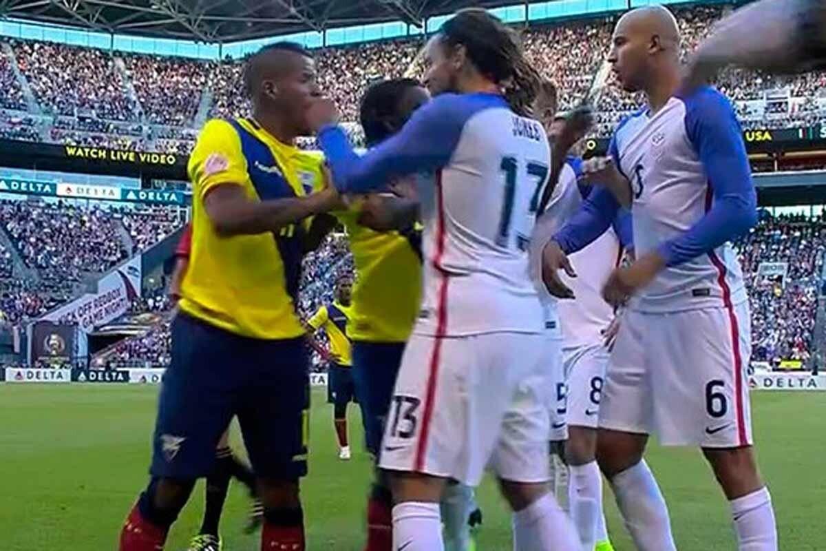 Jermaine Jones le da un puñetazo aun jugador de ecuador