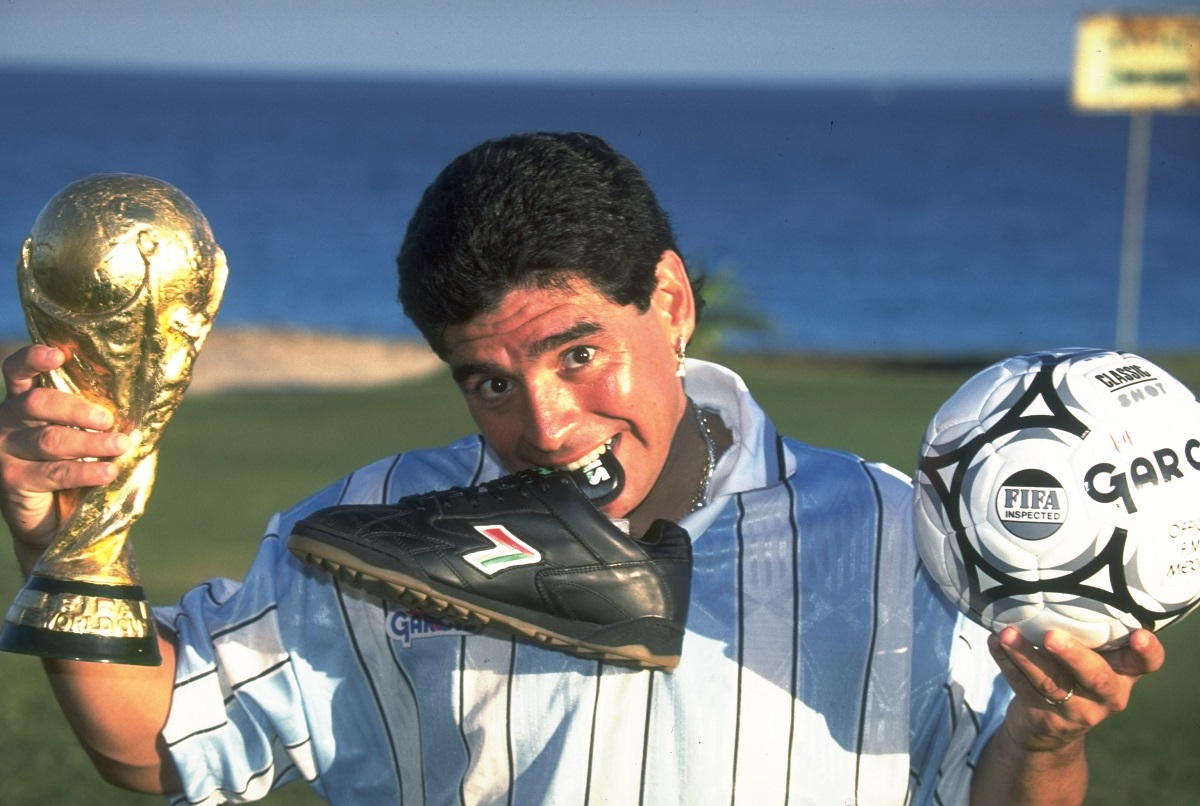 Maradona con la copa Mundo