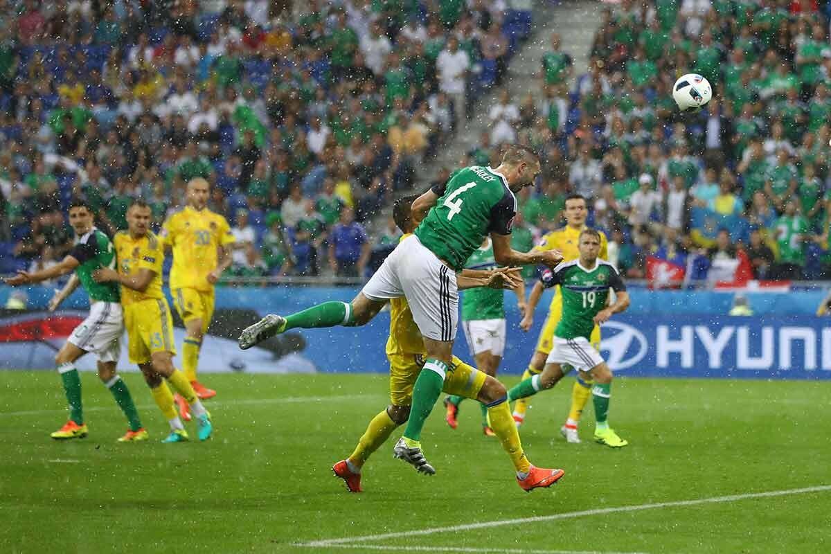 McAuley le da un histórico triunfo a Irlanda