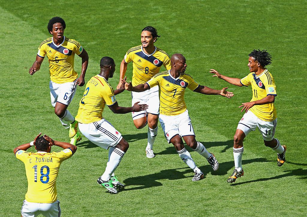 Pablo Armero celebrando un gol con sus compañeros de selección