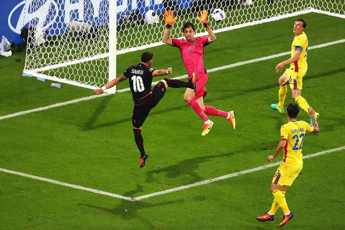 Sadiku consigue el gol de la victoria para Albania
