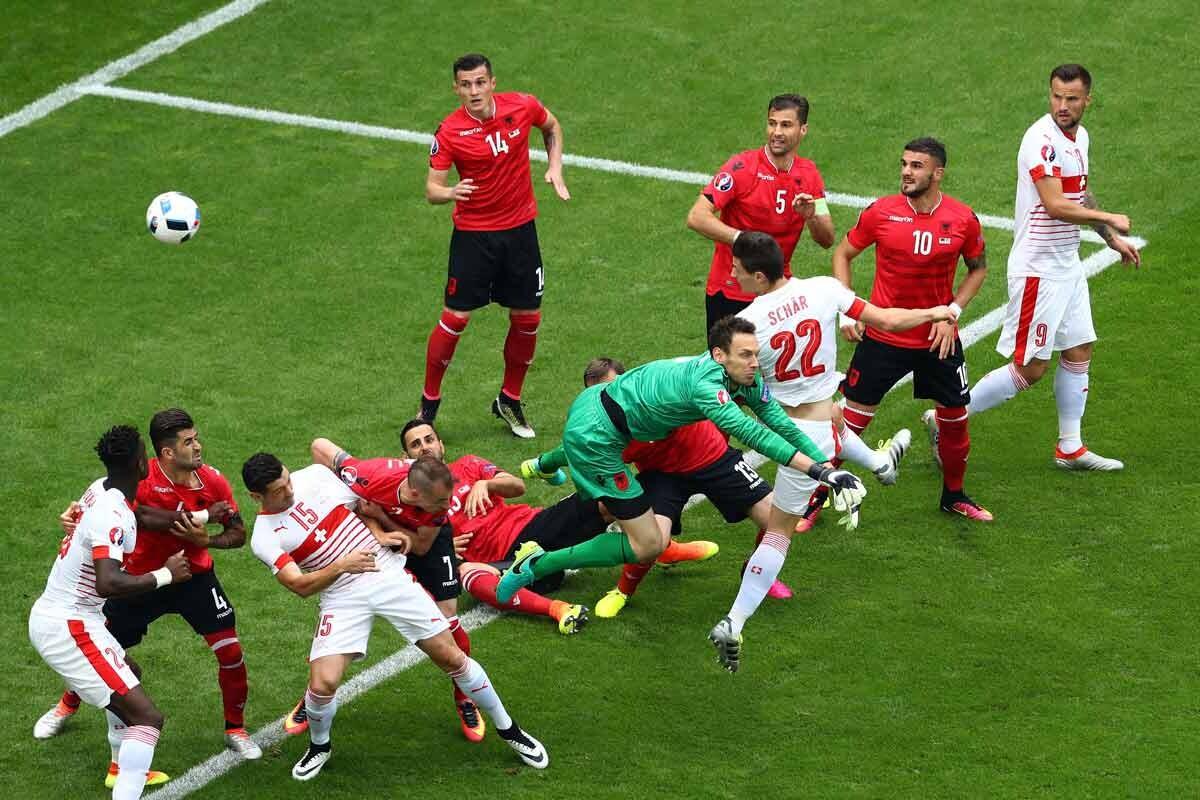 El central Schar marcó el gol de la victoria para suiza