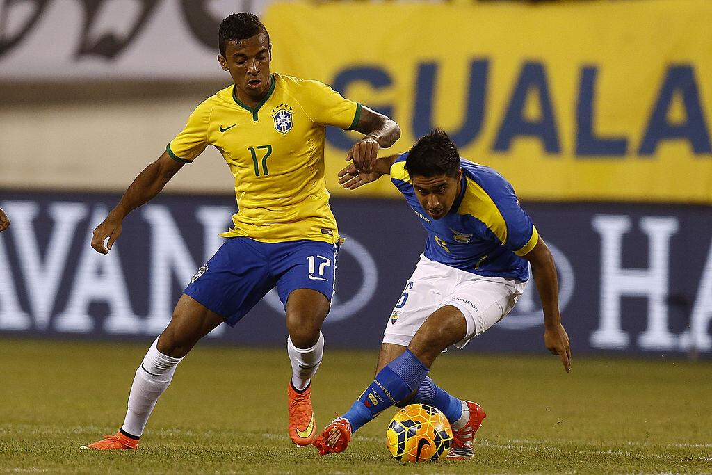 Luiz Gustavo con Brasil