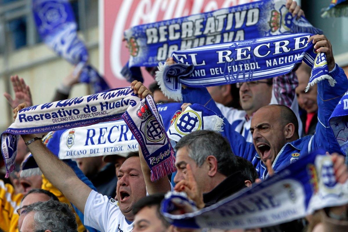 Aficionados del Recreativo ante el Granada