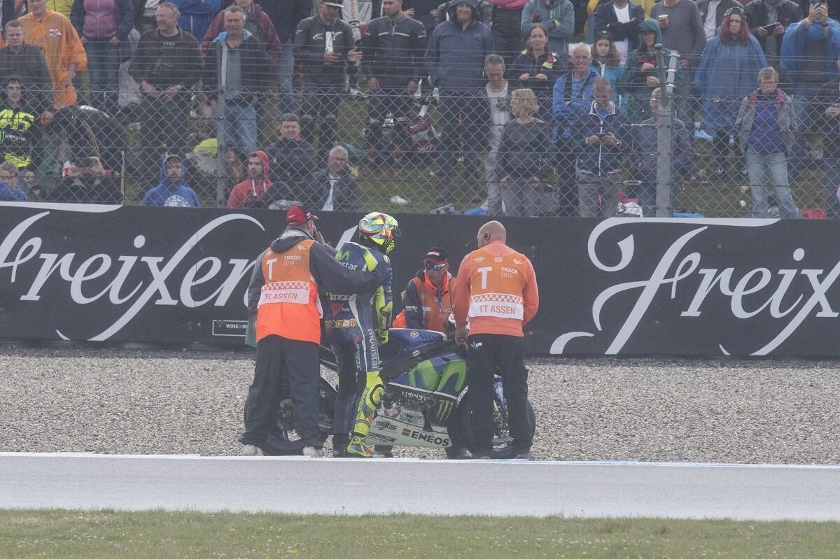 La caída de Assen deja a Rossi en una difícil situaciónLa caída de Assen deja a Rossi en una difícil situaciónLa caída de Assen deja a Rossi en una difícil situación