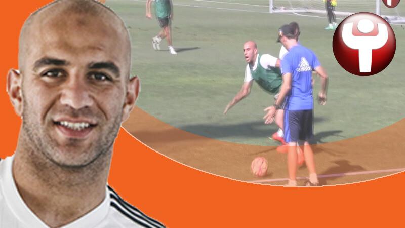 Aymen Abdennour es observado por el cuerpo técnico del Valencia CF