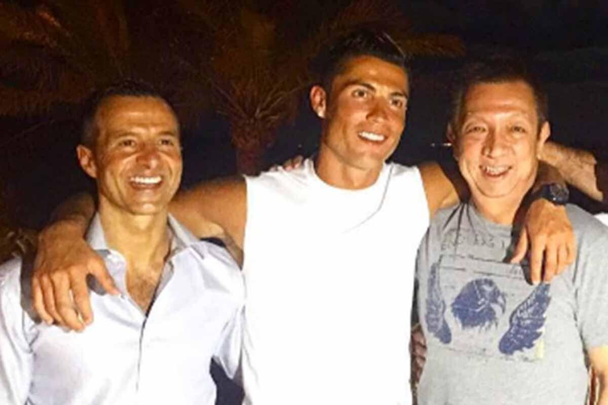 Cristiano Ronaldo, junto a Jorge Mendes y Peter Lim