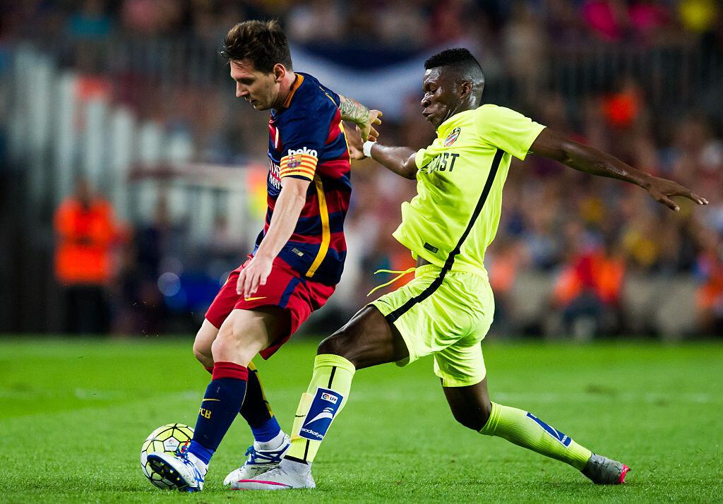 Lerma jugando ante Barcelona con el Levante