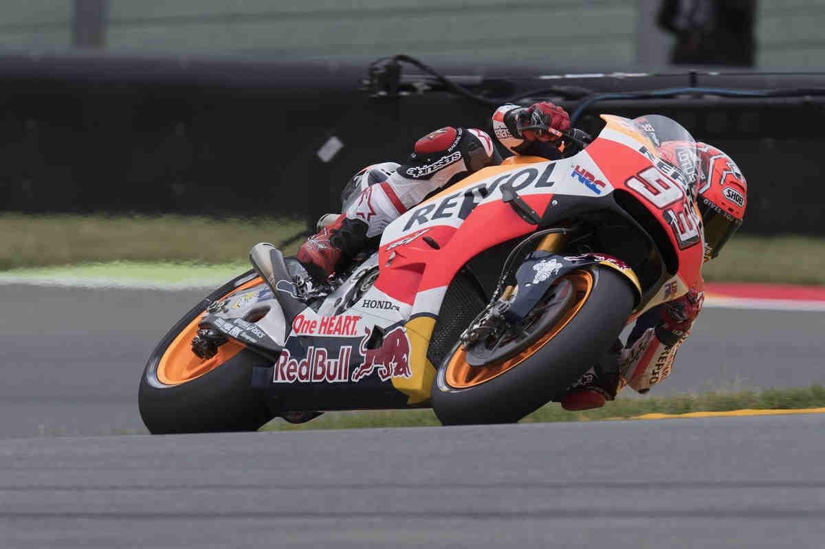Una estrategia perfecta de Honda le da la victoria a Márquez en Sachsenring