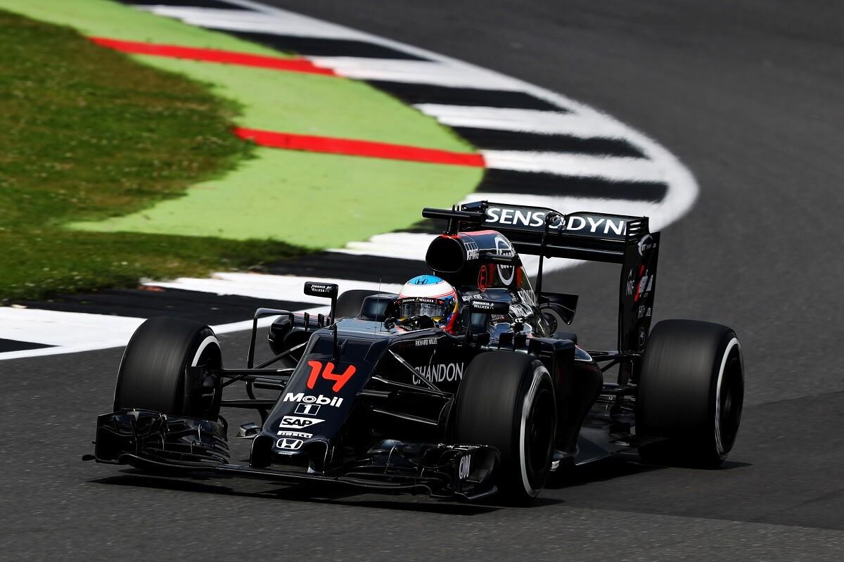 Mercedes felicita a Fernando Alonso