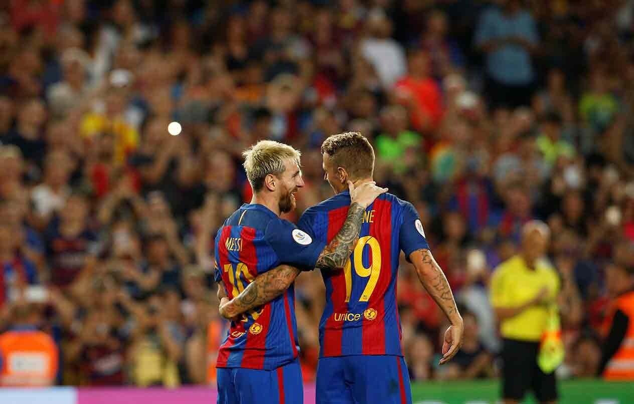 Lucas Digne y Leo Messi