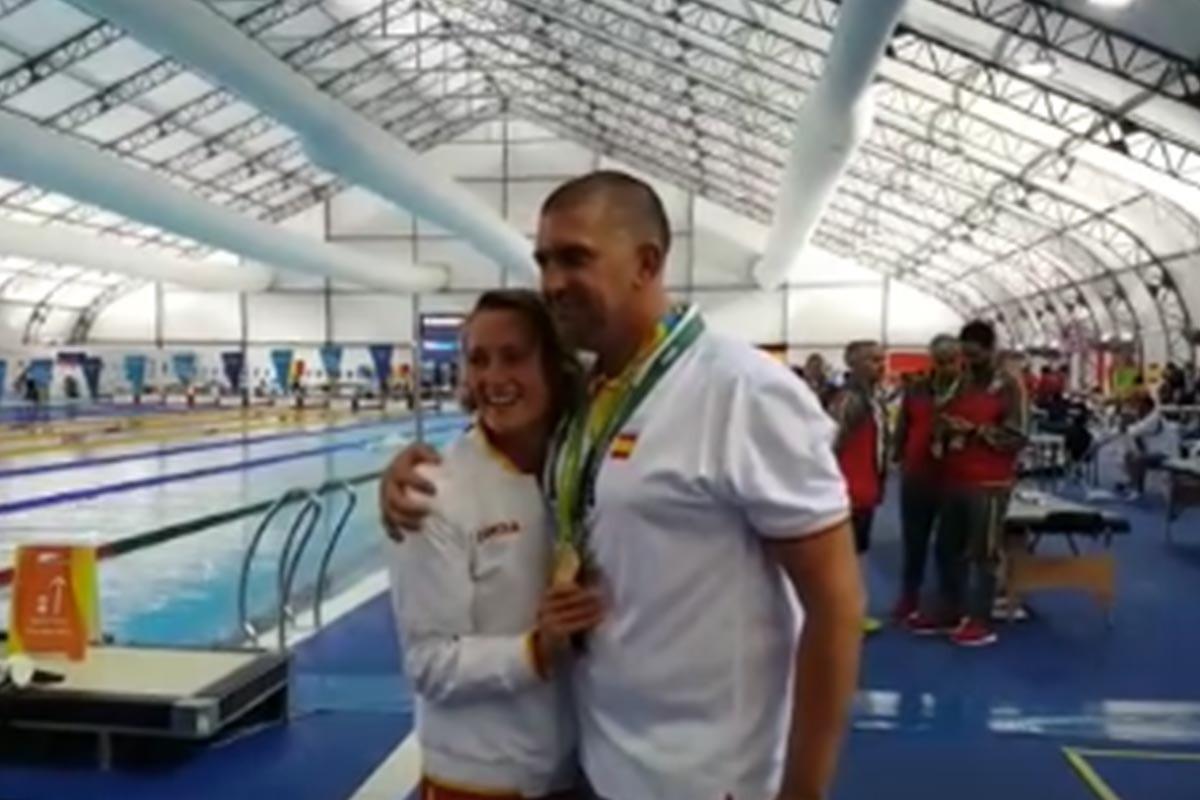 Mireia Belmonte, junto a su entrenador, Fred Vergnoux