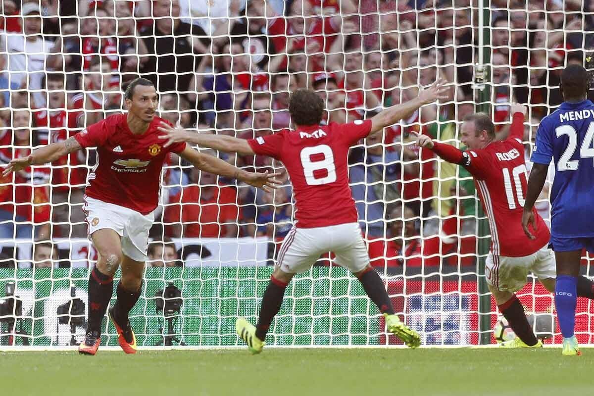 Zlatan Ibrahimovic marca para el Manchester United