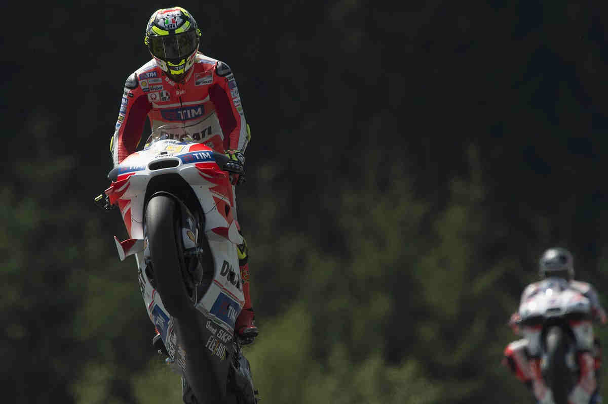 Iannone le da la victoria a Ducati seis años después