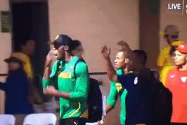 Bolt reacciona al récord de Van Niekerk