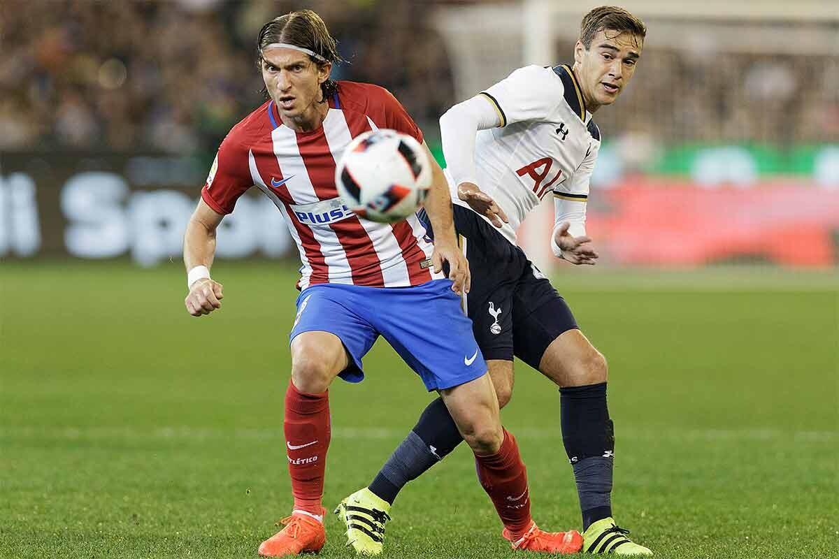 Filipe Luis, en un partido contra el Tottenham