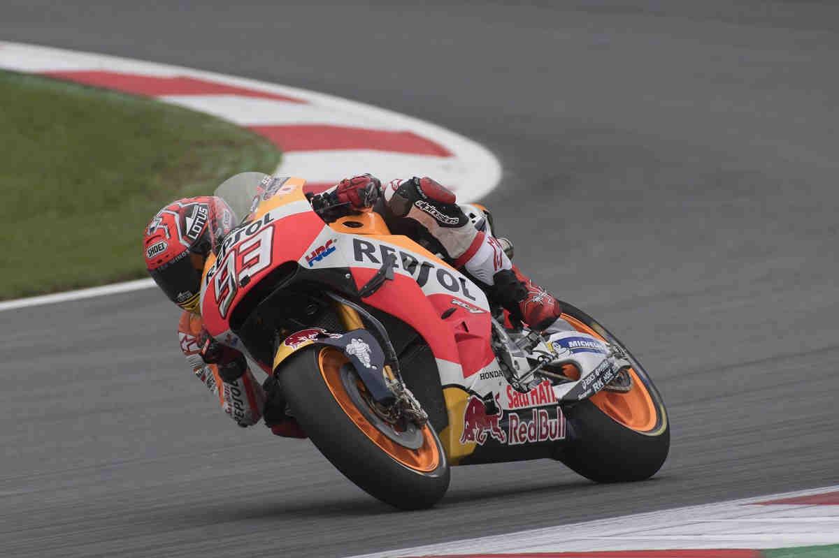 Márquez lidera y Iannone mantiene vivo el sueño de Ducati