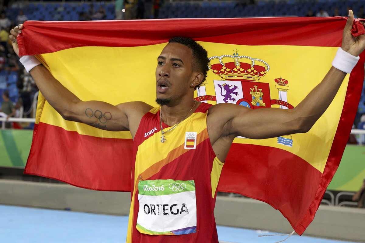 Orlando Ortega con la bandera de España