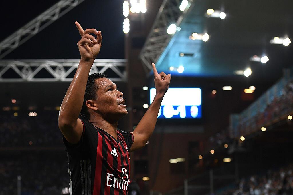 Carlos Bacac celebrando con el Milan