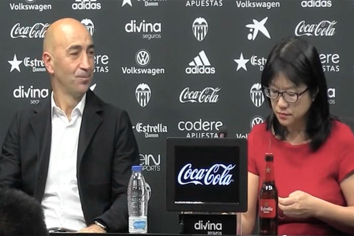 LayHoon Chan y Pako Ayestarán en la presentación de Pako como entrenador del Valencia CF