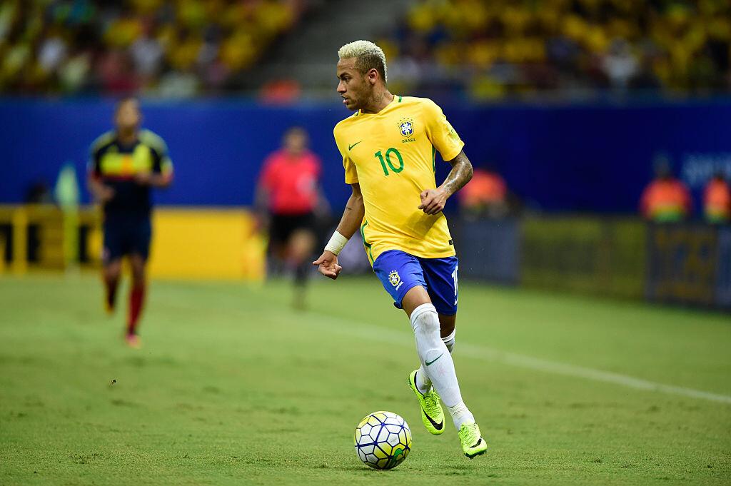 Neymar enfrentando a Colombia en Eliminatorias