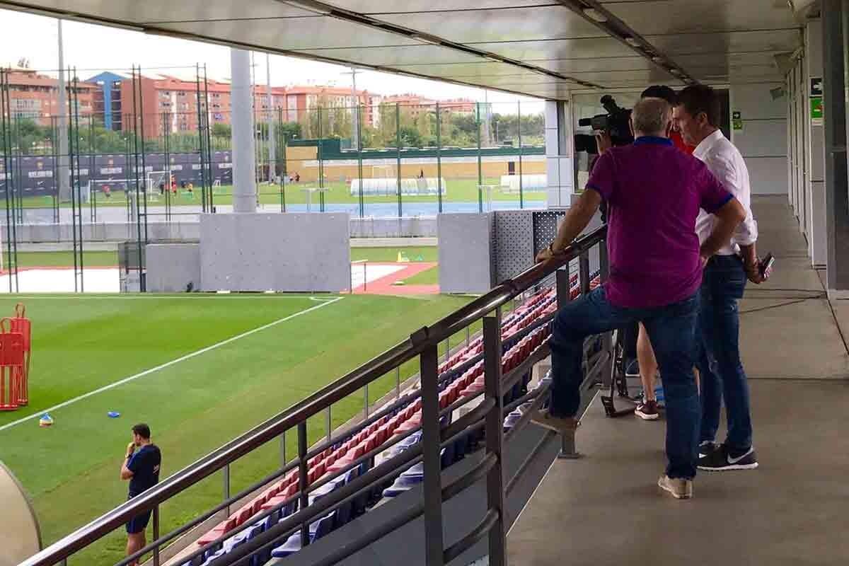Robert Fernández en el entrenamiento del Barça
