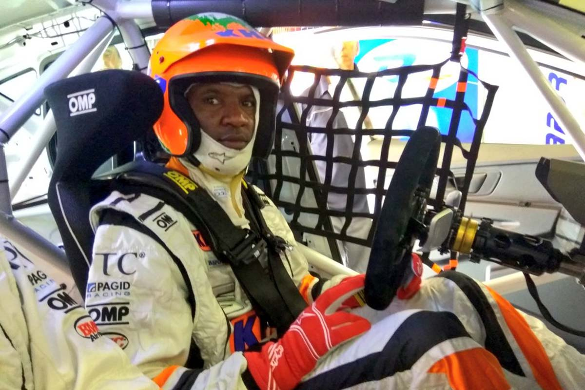 Eric Abidal se hace piloto