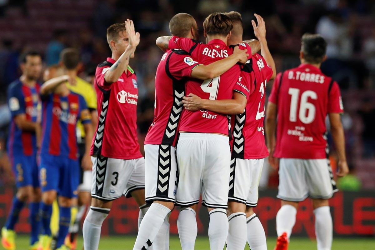 El Alavés celebra un gol en el Camp Nou