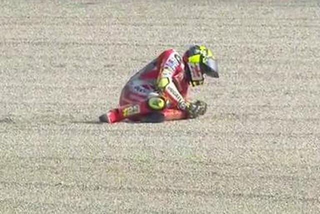 Andrea Iannone cae en el GP de San Marino