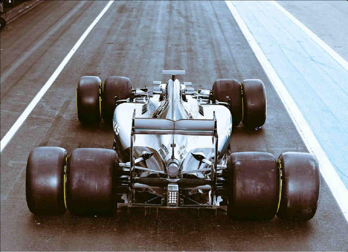 Mercedes prueba los neumáticos que se usarán en la temporada 2017