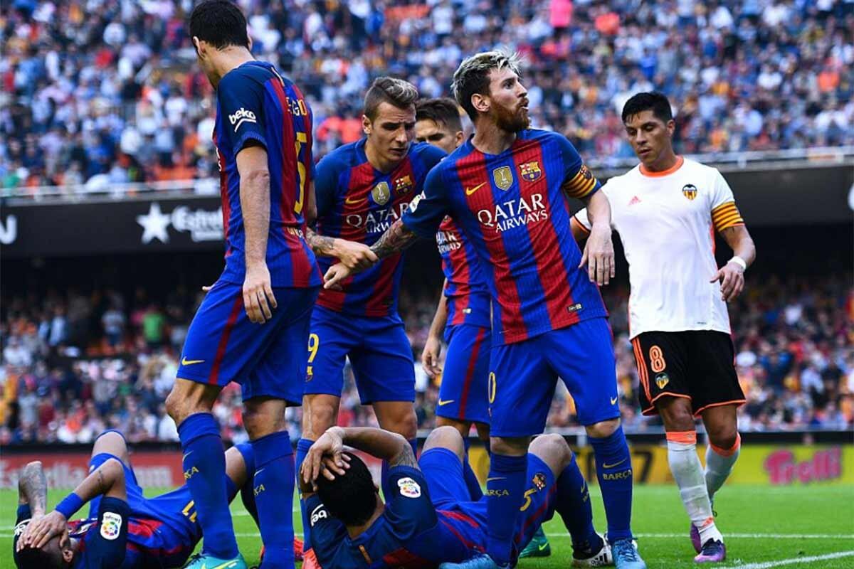 Bochornosas imágenes en Mestalla y liderato en solitario para el Real Madrid
