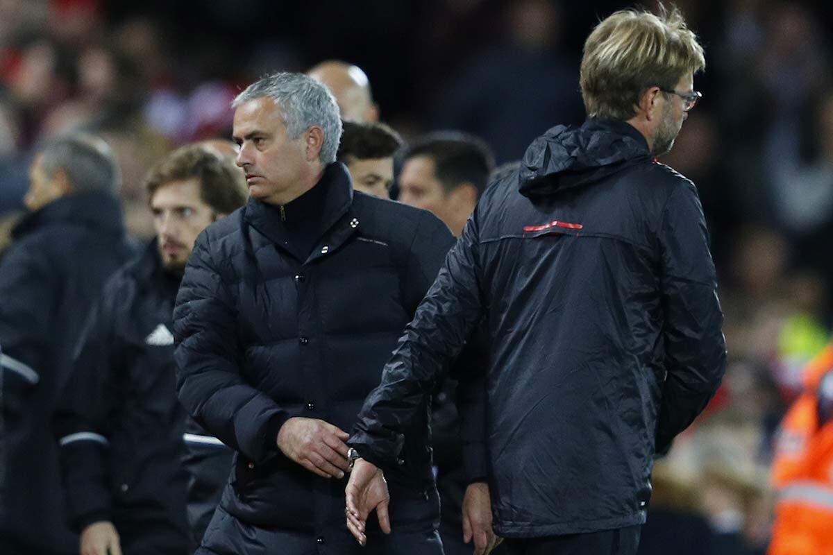 Jurgen Klopp y Jose Mourinho, en un Liverpool - Manchester United