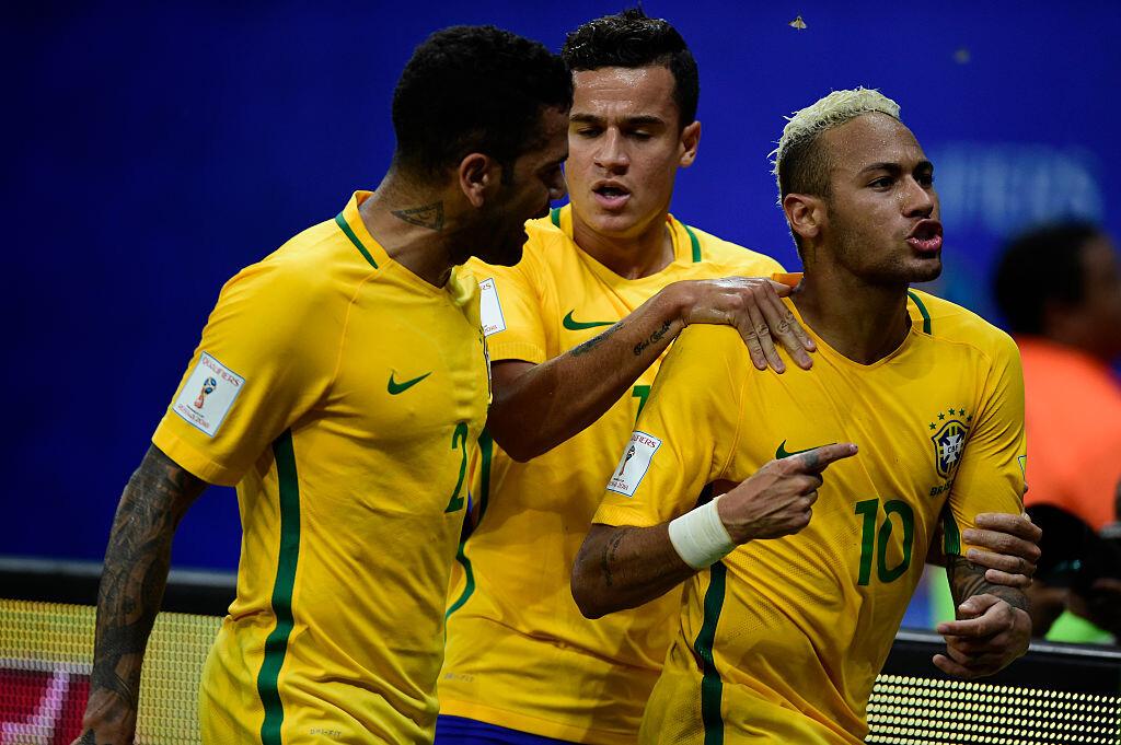 Neymar celebrando un gol ante Colombia