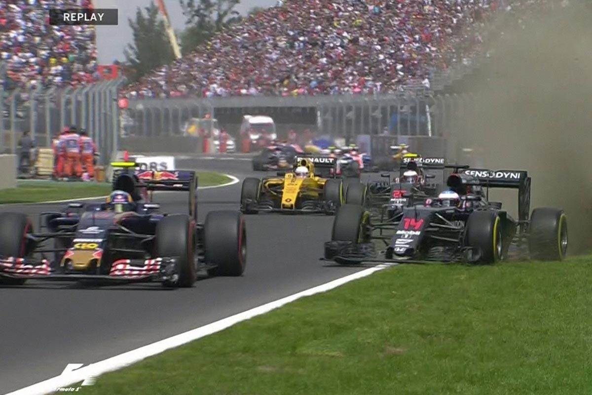 Fernando Alonso y Carlos Sainz se salen