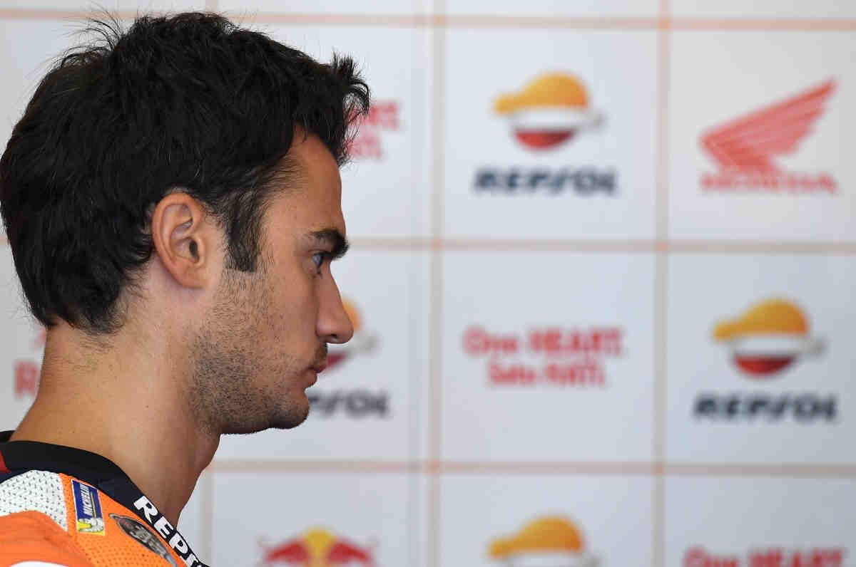 Pedrosa se fractura la clavícula en el FP2 de MotoGP