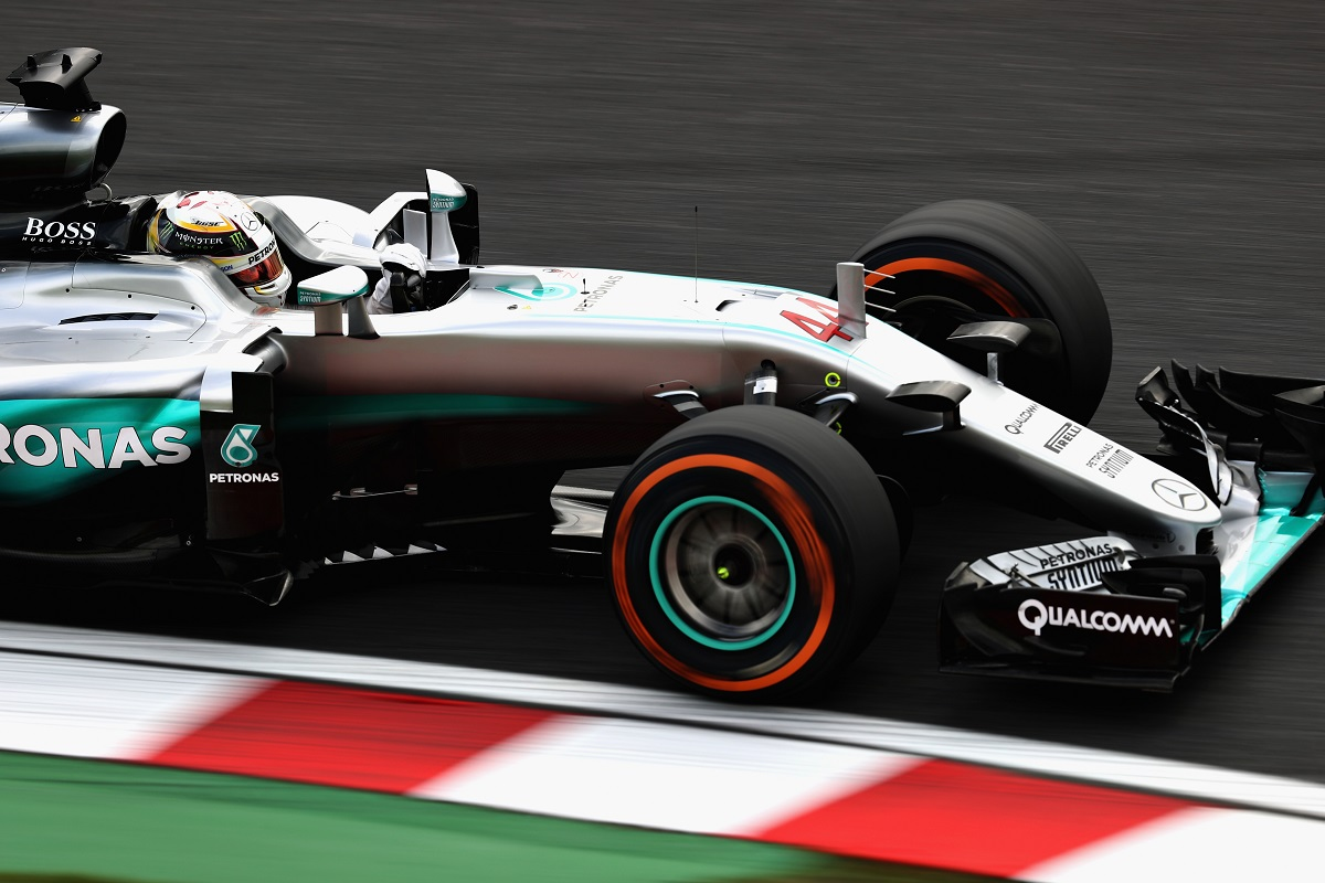 SUZUKA, JAPAN - OCTOBER 07:  Lewis Hamilton of Great Britain driving the (44) Mercedes AMG Petronas F1 Team Mercedes F1 WO7 Mercedes PU106C Hybrid turbo on track during practice for the Formula One Grand Prix of Japan at Suzuka Circuit on October 7, 2016 in Suzuka.  (Photo by Clive Rose/Getty Images)