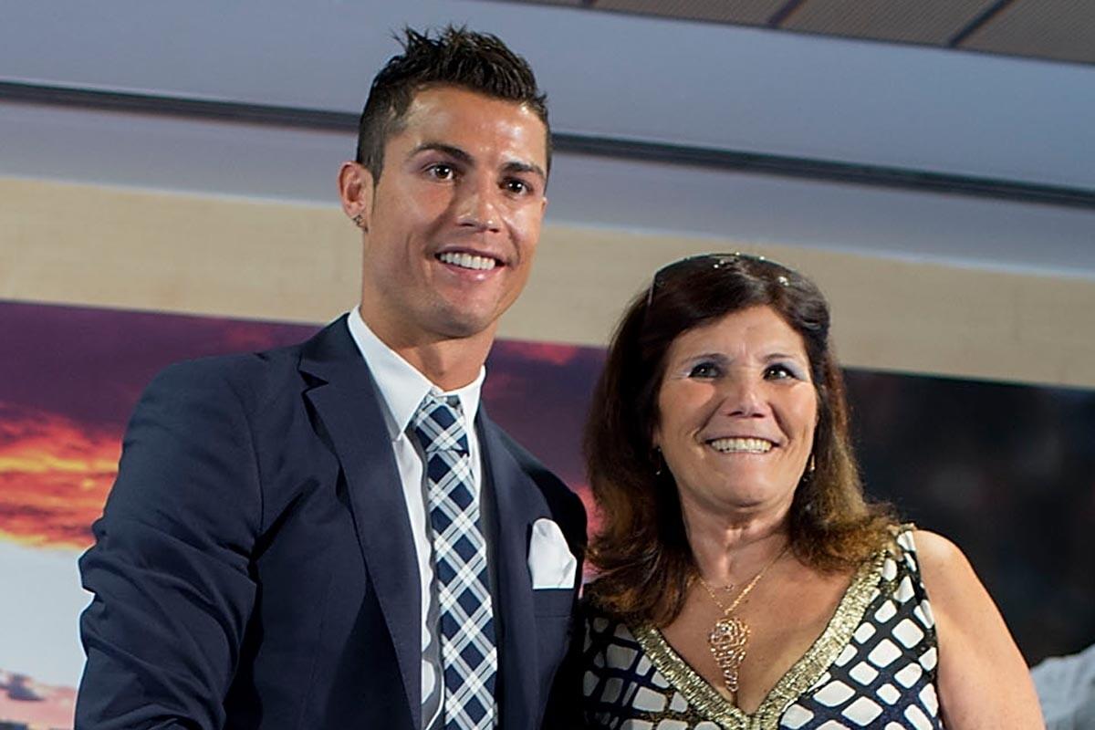Cristiano Ronaldo y su madre en el palco del Bernabéu