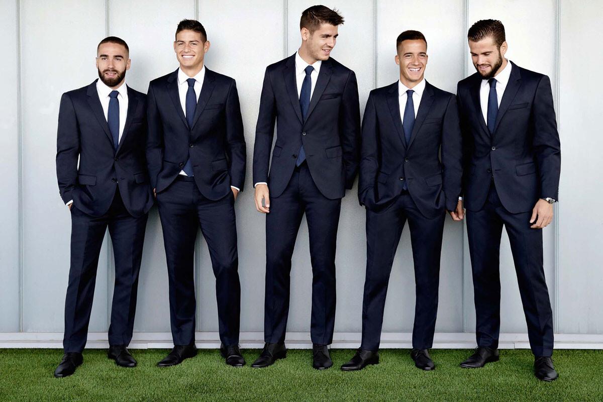 El Real Madrid presume de traje nuevo 19c7f5bef05