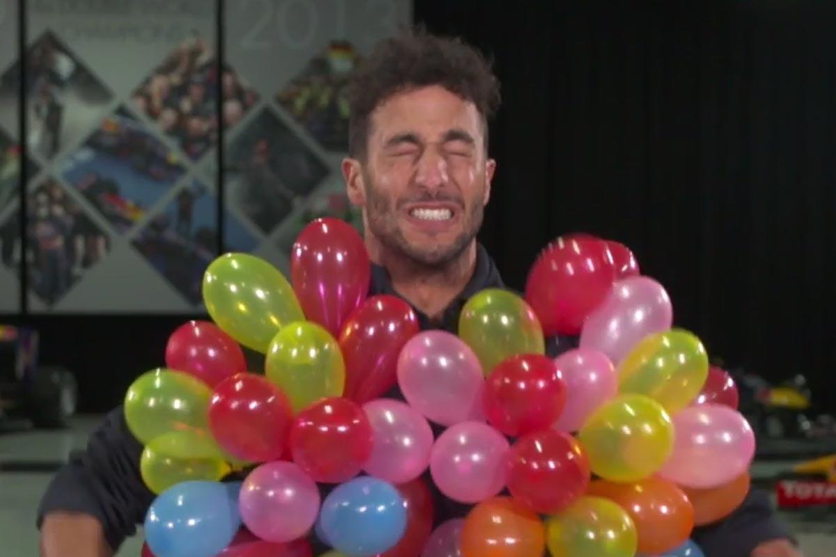 Daniel Ricciardo revienta globos
