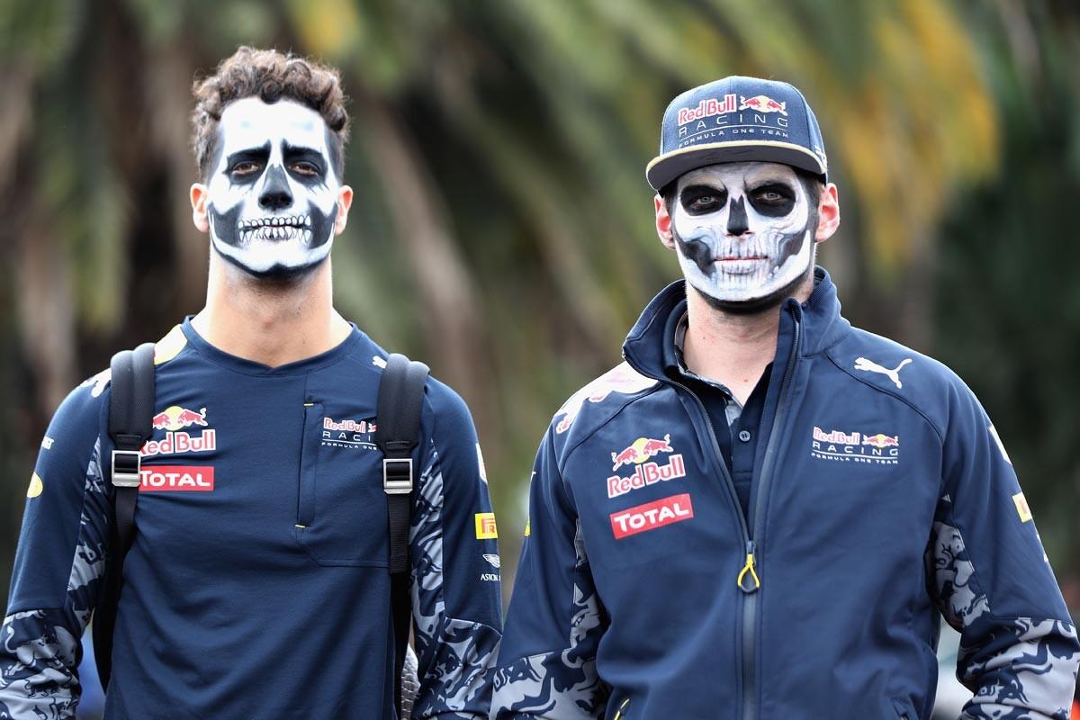 Daniel Ricciardo y Max Verstappen celebran el Día de los Muertos