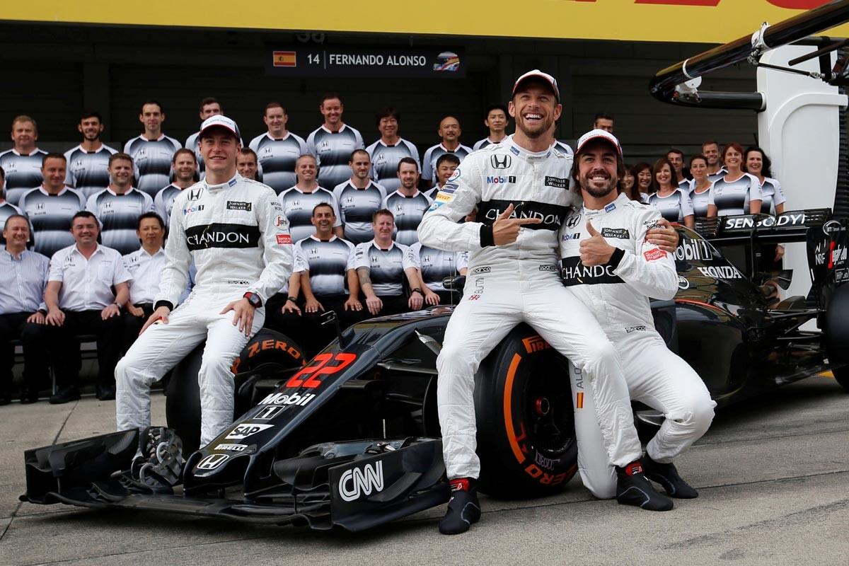 Stoffel Vandoorne, Jenson Button y Fernando Alonso en el GP de Japón