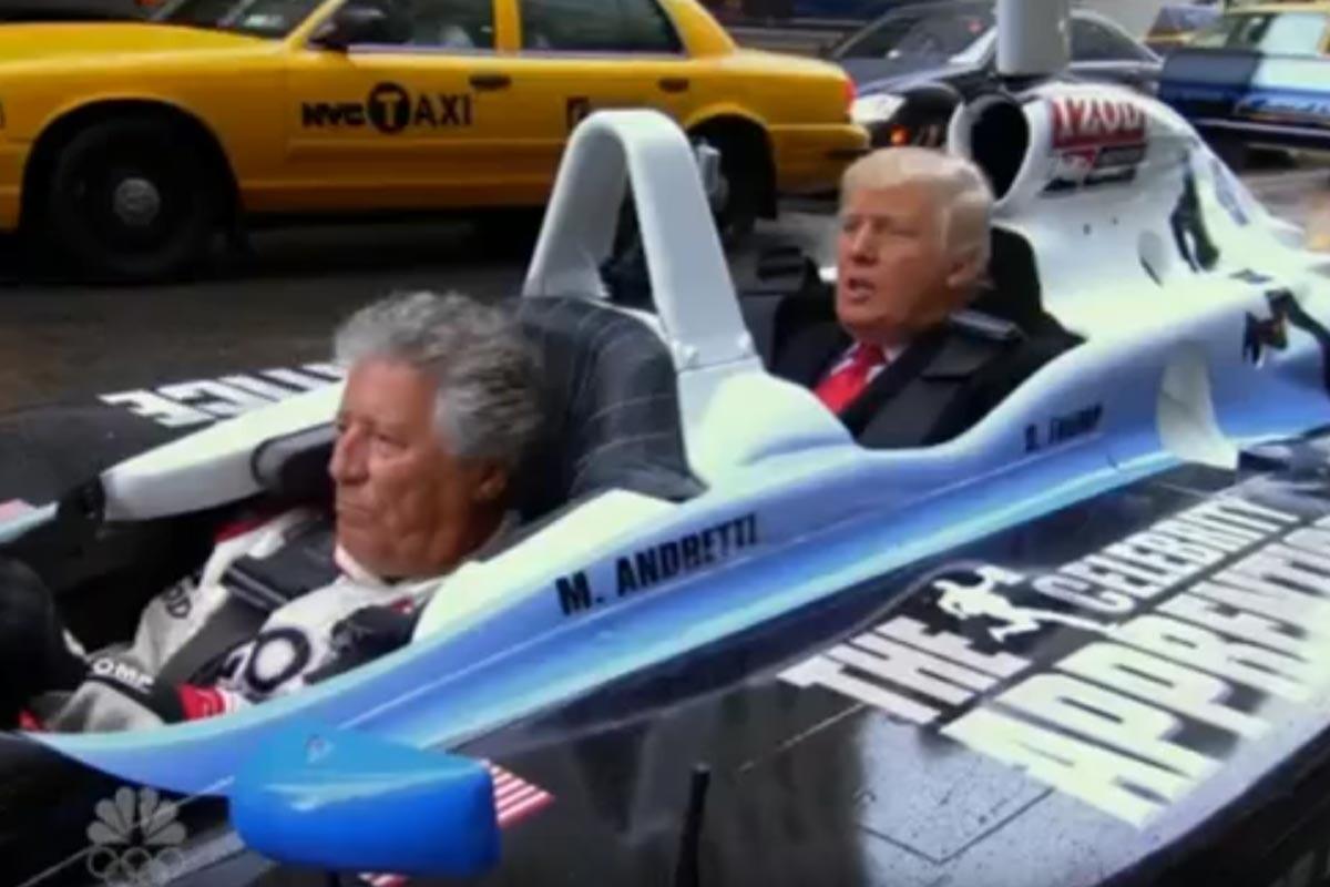 Mario Andretti y Donald Trump en un biplaza