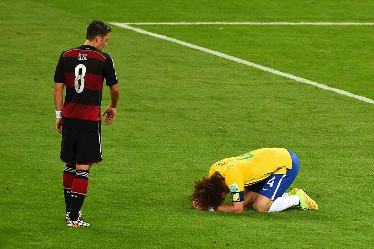 Mesut Ozil y David Luiz