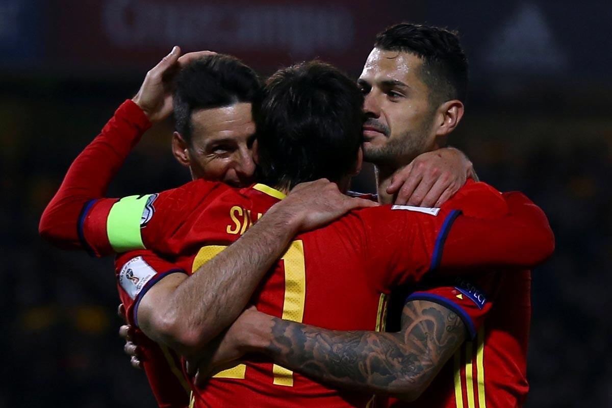 Aduriz, Silva y Vitolo celebran
