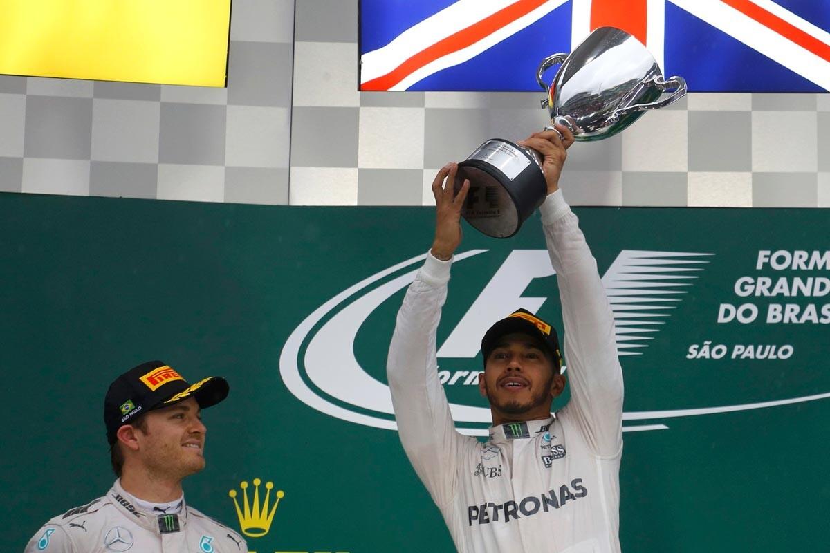 Hamilton y Rosberg en el podio de Brasil